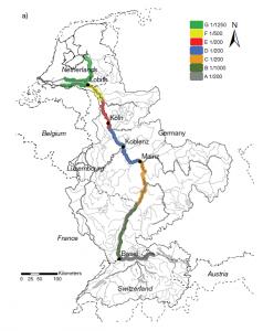 rijn met overstromings risico